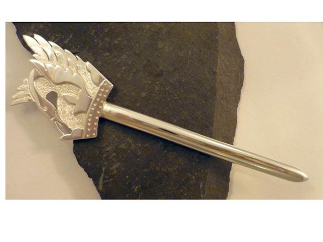 lesley swan topped kilt pin
