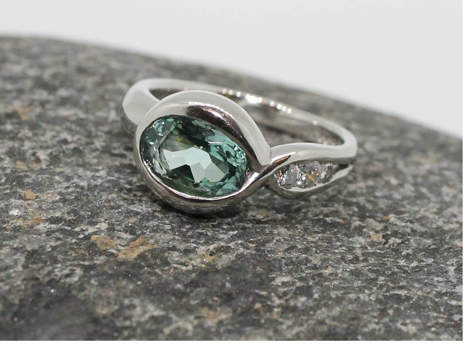 Platinum ring set with seagreen tourmaline and 3 diamondsPlatinum ring