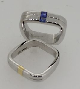 18ct gold tapering square band rings