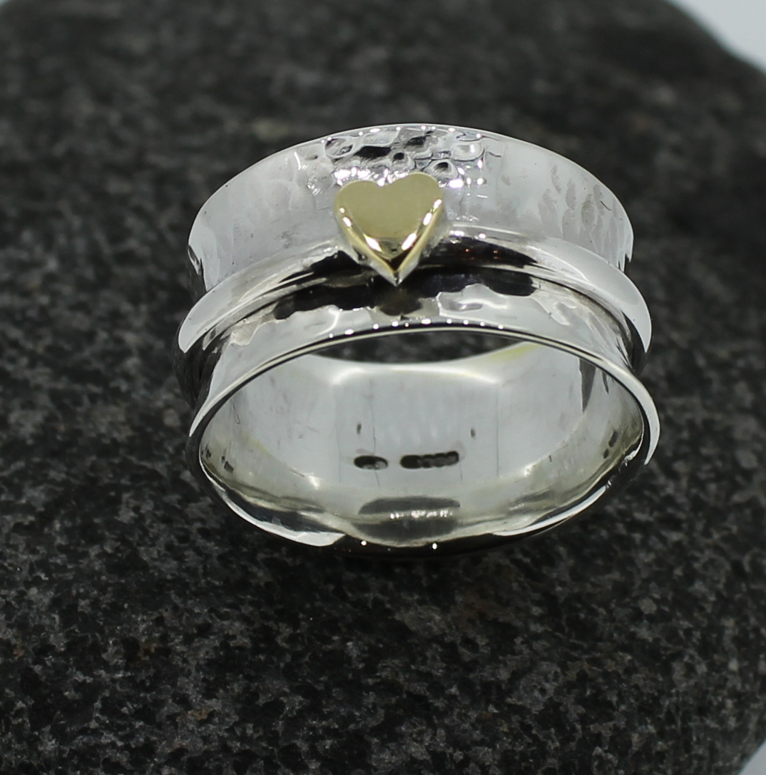 hammered spinning ring with gold heart