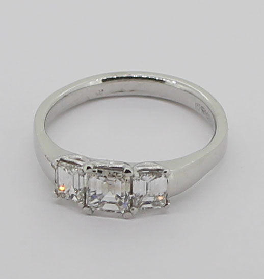 3xoct diamond 18ct white ring