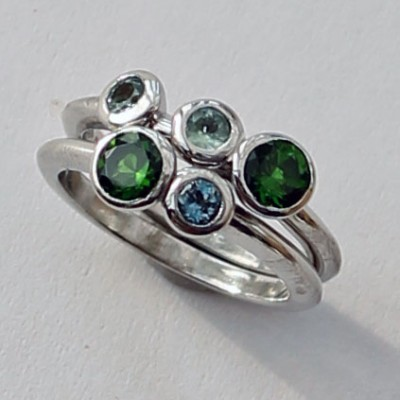 chrome diopside, aquamarine and alexandrite 9ct white gold ring