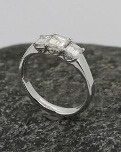 emerald cut diamond x 3 18ct white ring