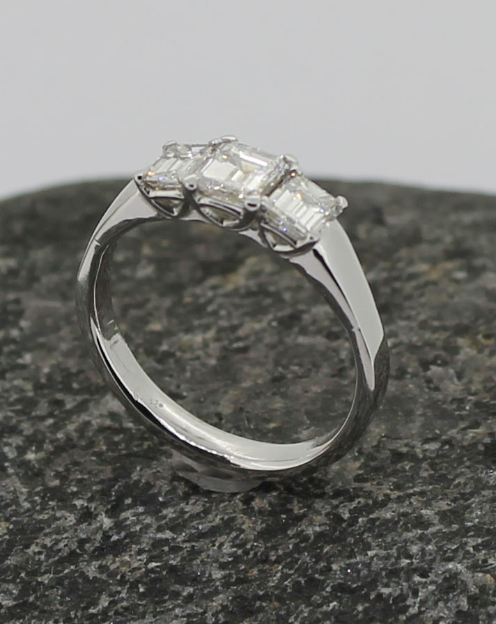 emerald cut diamond x 3 18ct white ring