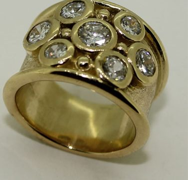 7 diamond and bead wide band 18ct gold ring