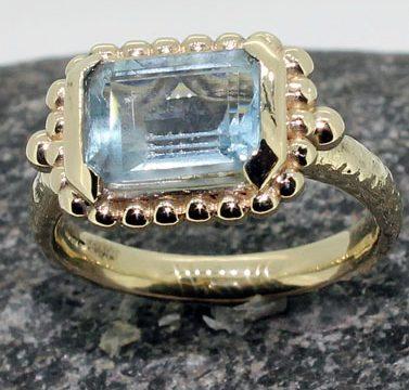 rectanglular aquamarine gold beed setting ring