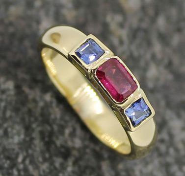 sapphire and ruby rub over set band gold ring