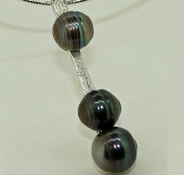 three tathian pearl silver bar pendant