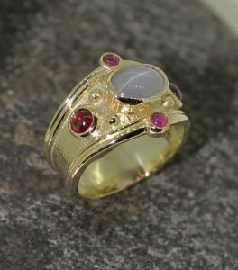 Star sapphire and ruby 18ct gold band ring