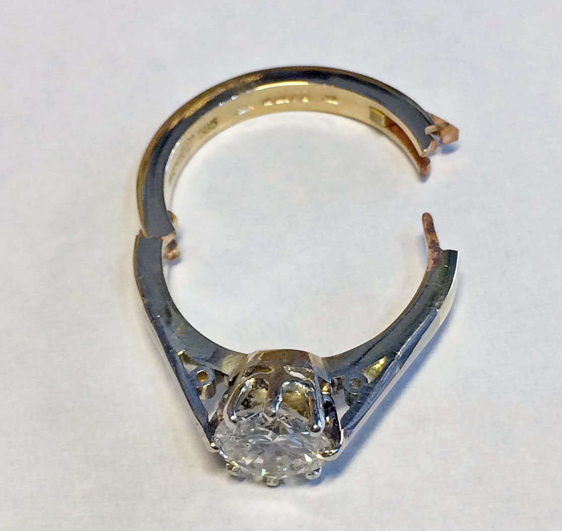 Diamond solitaire inserted into platinum Cliq band