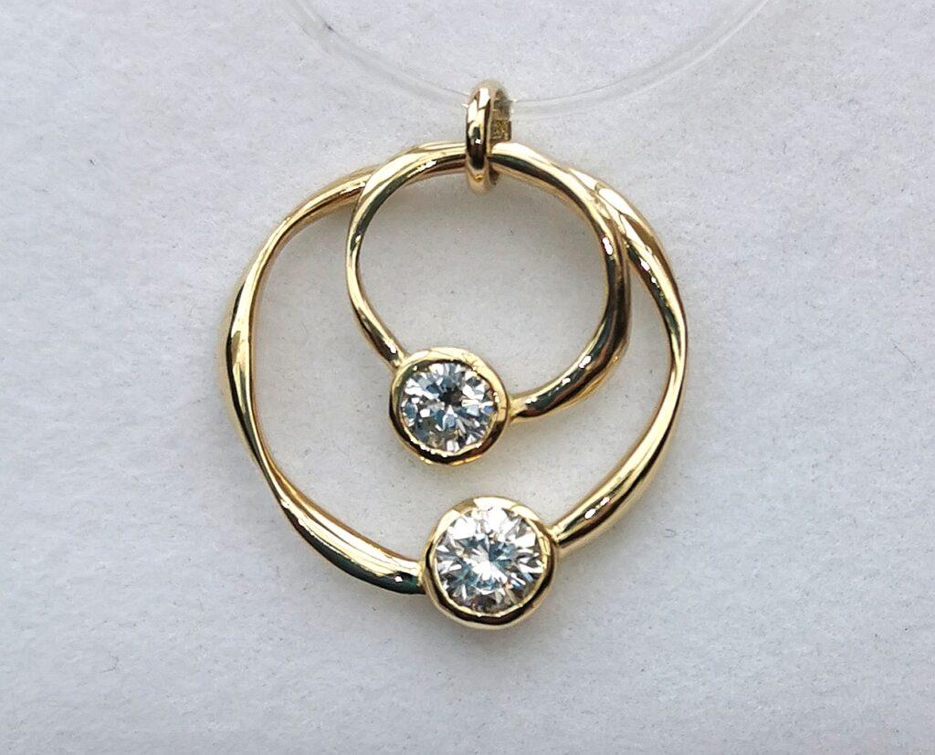 ribbon circlet diamond set pendant